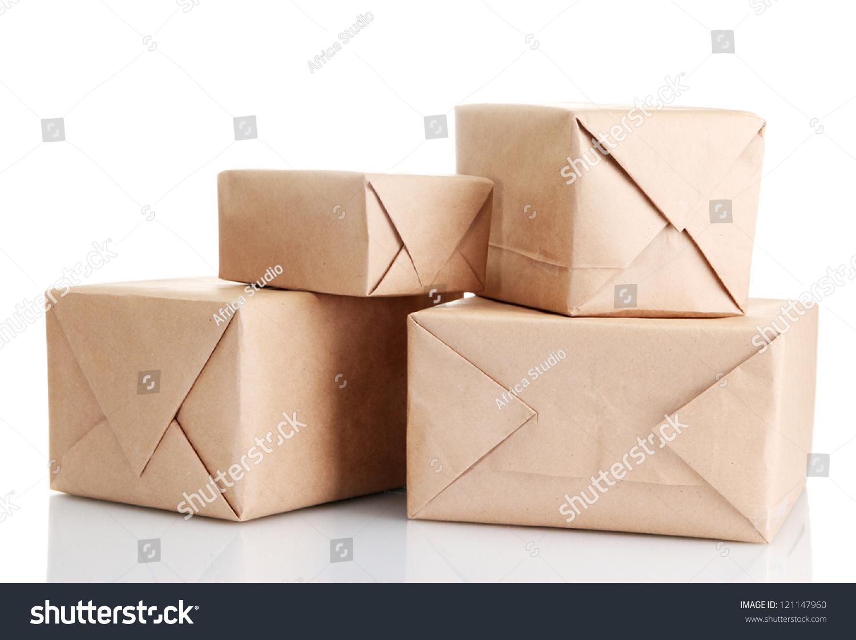 与牛皮纸包裹盒子,孤立在白色的