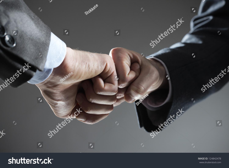 业务团队合作:两个拳头触摸手势-商业/金融-海洛创意