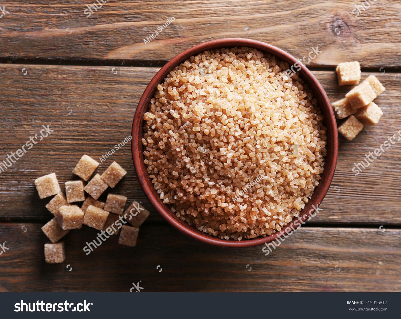 在碗红糖立方体和冰糖木制背景-背景/素材,食品及饮料