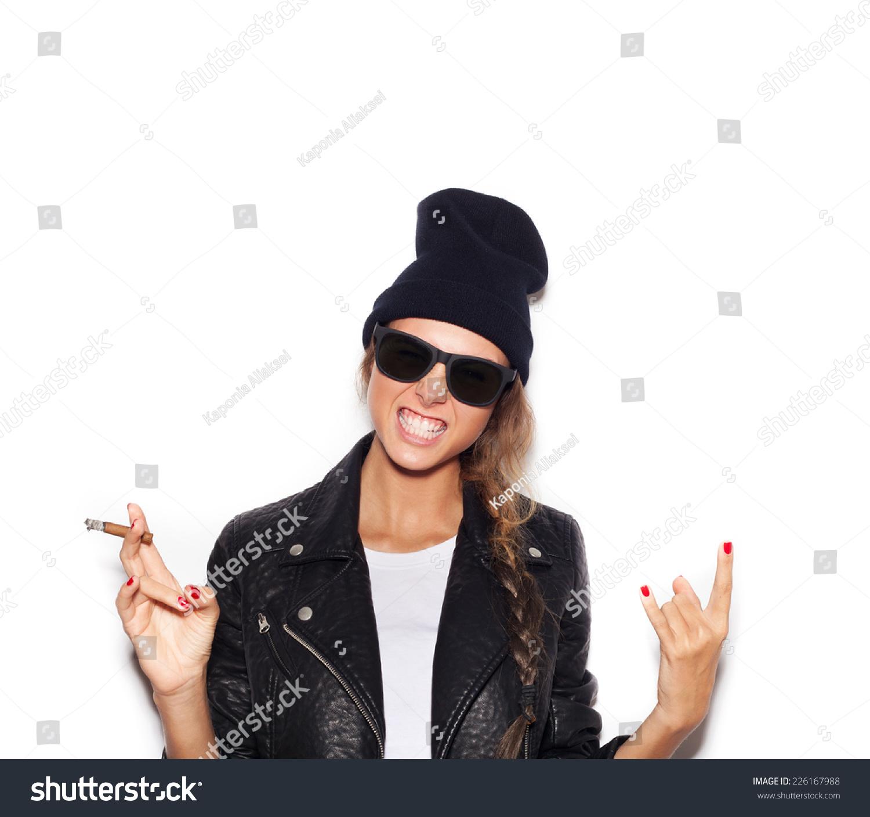 背景女生吸煙照片2017