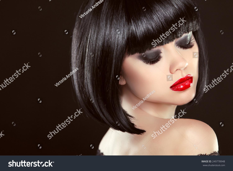 烟熏眼妆特写镜头。黑色鲍勃发型。图片的女生q人物性感红唇萌版图片
