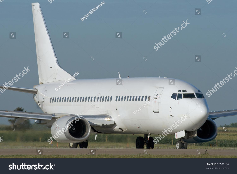 喷气式飞机起飞前滑行