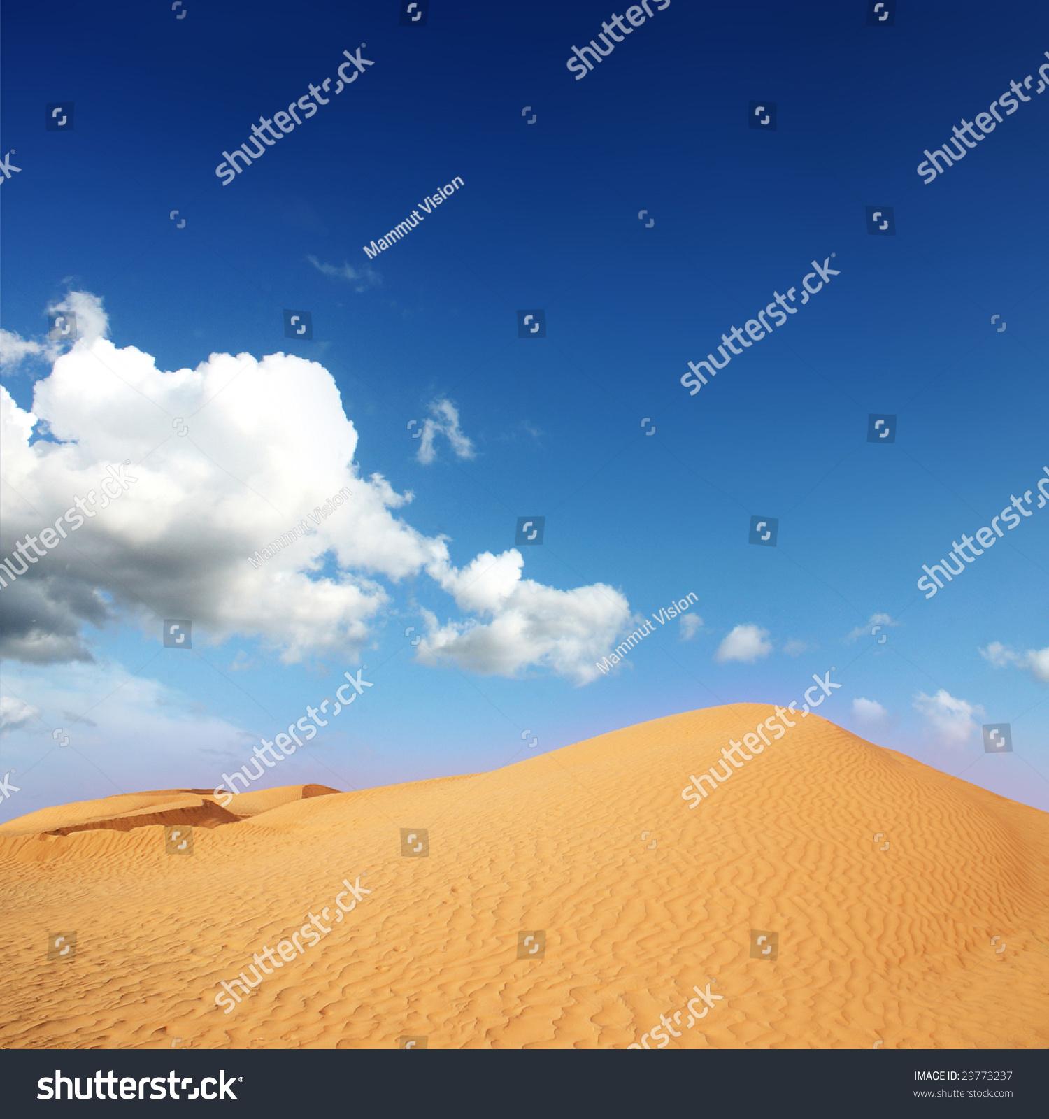 沙漠在蓝色的天空下-背景/素材