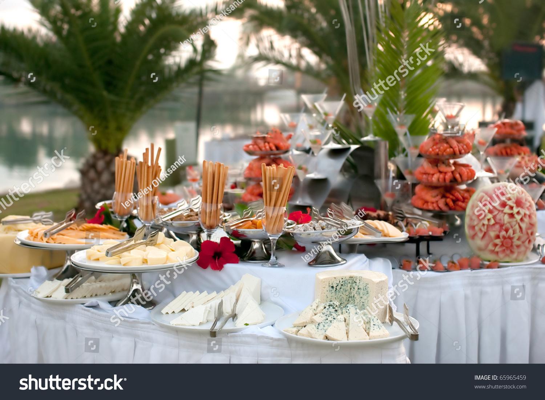 表与海鲜自助餐奶酪在前台-假期,食品及饮料-海洛创意