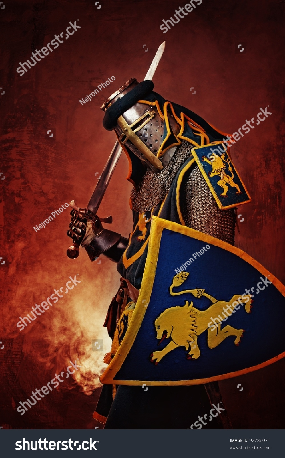 中世纪的骑士在抽象的背景.图片