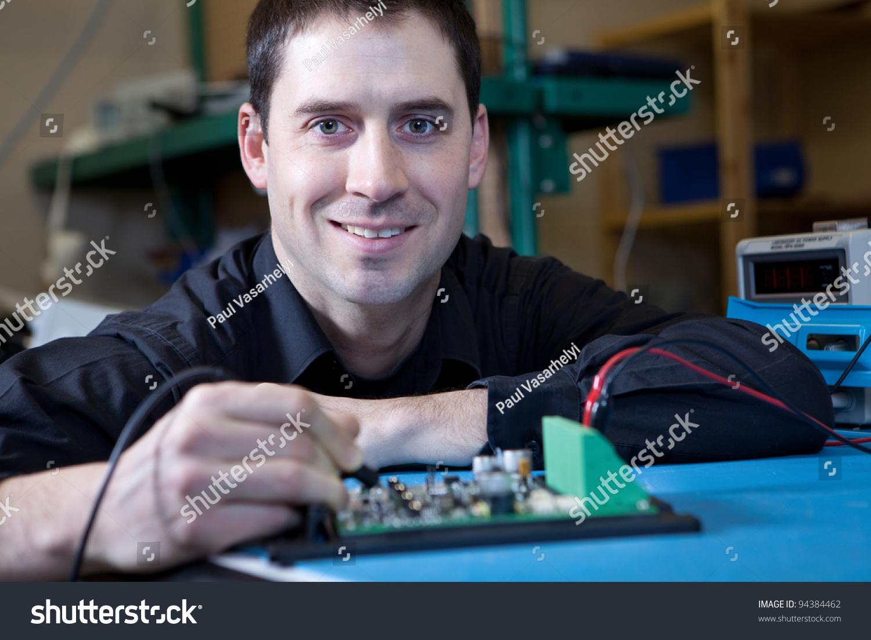 工程师测试电路板组装-商业/金融,工业-海洛创意()-合